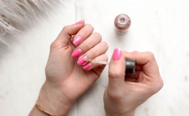 Различные виды искусственных ногтей для женщин